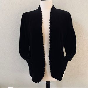 ACTIII Vintage velvet scalloped trim black blazer